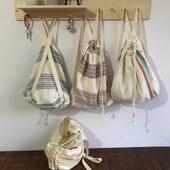 Hem plaj havlusu hem çanta. Çok fonksiyonlu olarak üretilmiştir. 40cm 35 cm boyutlarında ip askılı sırt çantası ile seyahatleriniz de kullanabilirsiniz. Piknik için ideal ''piknik örtüsü'' olarak da kullanılmaktadır. Özellikle plajda tüm eşyalarınızı rahatlıkla taşıyabileceğiniz bir çanta, güvenle kumların üstünde güneşlenebileceğiniz bir plaj matı, sonrasında da yumuşacık pamuk dokusu sayesinde, yüksek su emiciliği sayesinde kurulanmak için kullanabilirsiniz.  Ürün özellikleri: %100 pamuk ipliklerinden özel el işçiliği ile dokunmuştur. Saçakları tek tek elle bağlanmıştır. 100x180 cm ebadında üretilmiştir.   Daha fazla model ve özel üretim için lütfen bizimle iletişime geçiniz. —- Please contact us for more models and special production for your brand. #afil #wholesale #pestemal #peştemal #peshtemal #peshtemaltowel #turkishtowel #toptan #beachwear #pestemal #fouta #hamamtowel #hamamdoek #hamamtuch #handloom #towel #turkishtowels #hammam #beachclothes #beachdress #turkishbathtowel #peshtemal #turkishtowels #hammamtowel #beachtowel  #peshtemalmanufacturer #hometextile #turkishbeachtowel